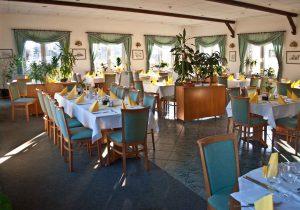 Großer Saal im Restaurant im Strandhotel Aseleben